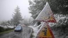 Στα λευκά ντύθηκε η ορεινή Χαλκιδική. Χαμηλές θερμοκρασίες στη Βόρεια Ελλάδα