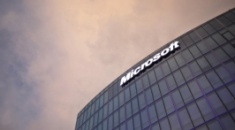 Microsoft: Τα έσοδα τριμήνου ξεπέρασαν τις προσδοκίες χάρη στη μεγάλη ζήτηση τεχνολογικών λύσεων για την εργασία από το σπίτι