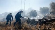 Συνεχίζει να καίει για δεύτερη μέρα η πυρκαγιά σε δασική περιοχή στη Σιθωνία Χαλκιδικής